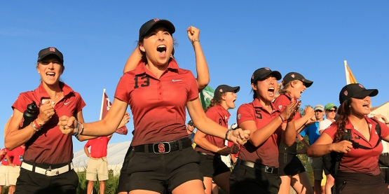 2015 - Stanford's Shannon Aubert and fellow teammates cheer on Mariah Stackhouse at No. 18 during Wednesday's final match play at the 2015 Women's NCAA Championship at The Concession in Bradenton, Fla.